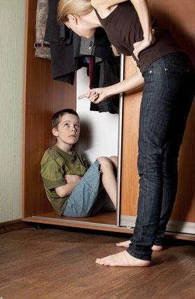 ilustrační obrázek - matka hubuje dítě